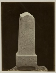 KITLV 28230 - Isidore van Kinsbergen - Stone (front) with inscription in residency at Kediri - 1866-12-1867-01.tif