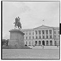Karl Johan monument in Oslo -2.jpg