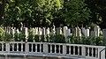 Kaskadenbrunnen am Ostfriedhof (München) 01.jpg