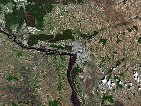 Kazan city, Russia, and vicinities, LandSat-5, near natural colors, 2011-05-23.jpg