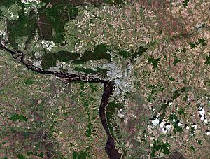 Kazan city, Russia, and vicinities, LandSat-5, near natural colors, 2011-05-23.jpg