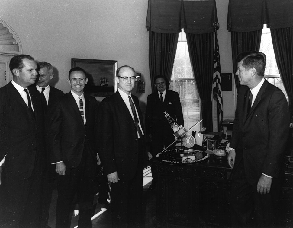 Kennedy Receives Mariner 2 Model