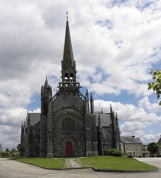 Façade occidentale de la chapelle Notre-Dame de Kernascléden (56).