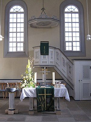 Dackenheim - Dackenheim Protestant church: view of the inside with the altar, font and pulpit