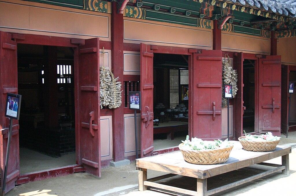 File korea dae jang geum theme park wikimedia commons for Traditional korean kitchen