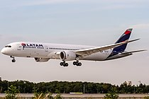 LATAM Chile Boeing 787-9 Dreamliner (CC-BGD) coming in from Madrid (LEMD) @ Frankfurt International (EDDF).jpg