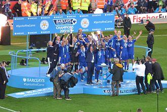 2015–16 Leicester City F.C. season - Leicester City lifting the Premier League trophy