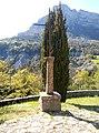 La Chaudière - Croix devant église.jpg