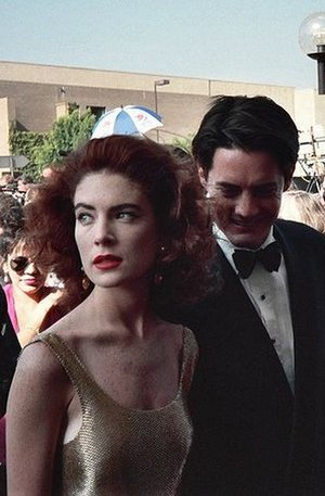 Lara Flynn Boyle - Boyle and Kyle MacLachlan arriving at the 43rd Primetime Emmy Awards in August 1991.