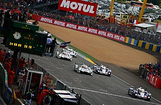 2014 24 Hours of Le Mans - Alexander Wurz leads the field at the start