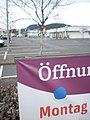 Leerer Parkplatz am Montag zur Öffnungszeit in Marburg-Wehrda - Ostermontag 2018-04-02.jpg