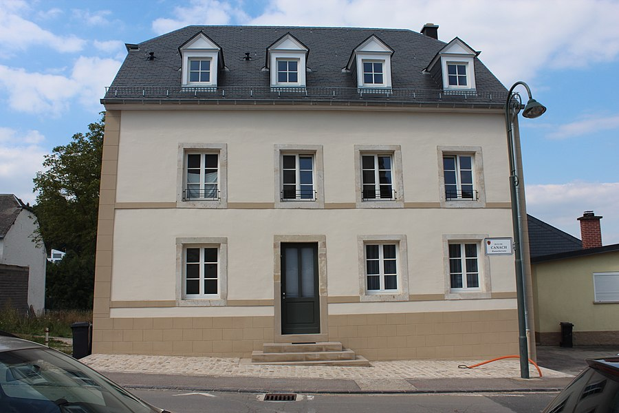 Haus op Nummer 4 an der Kanecher Strooss zu Lenneng; mam Terrain ronderëm zënter dem 15. Abrëll 1992 op der Lëscht vum Zousaz-Inventaire vun den nationale Monumenter agedroen.