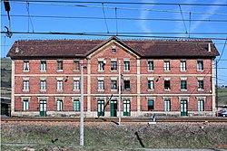 Les Casones , antigua residencia de empleados ferroviarios.