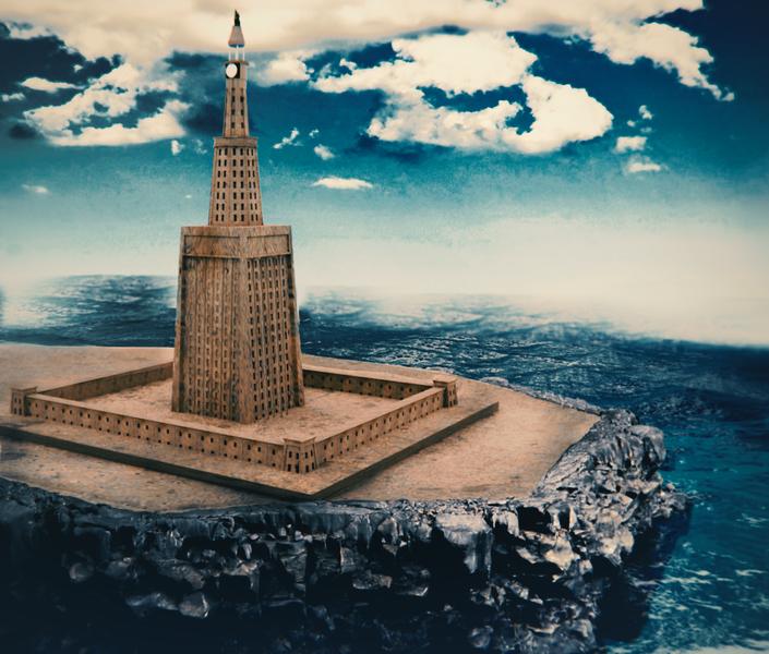 https://upload.wikimedia.org/wikipedia/commons/thumb/1/13/Leuchtturm_von_Alexandria.png/705px-Leuchtturm_von_Alexandria.png