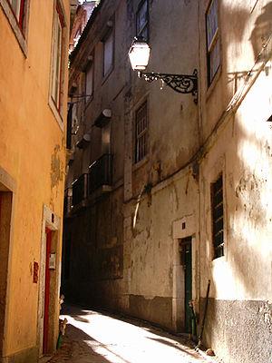 Alley in Costa do Castelo, Lisbon