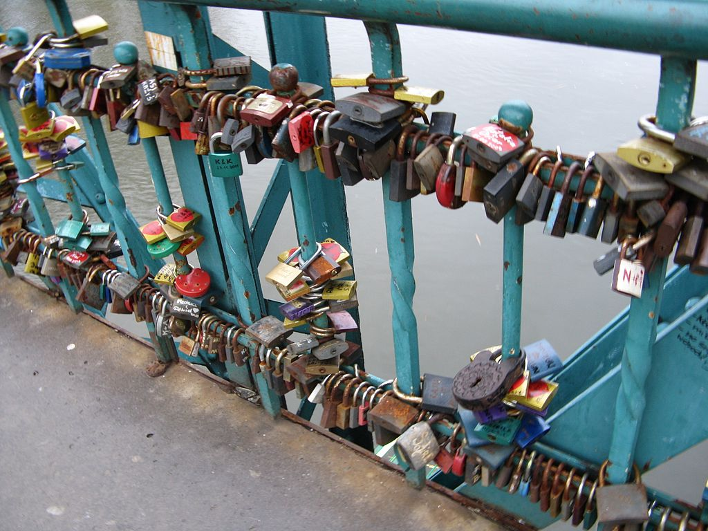 Love padlocks on Tumski Bridge in Wrocław 2013 02