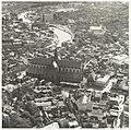Luchtfoto van een gedeelte van Haarlem met de de Grote- of St. Bavokerk., NL-HlmNHA 54016758.JPG