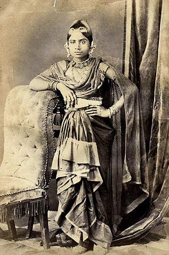 Gharara - Image: Lucknow Women 3