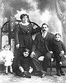Luis Seoane coa súa familia en Buenos Aires en 1916.jpg