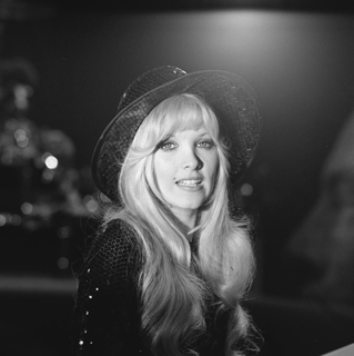 Lynsey de Paul English singer-songwriter