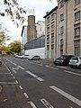 Lyon 3e - Rue Trarieux, vers l'est, cheminée de l'hôpital Édouard Herriot.jpg