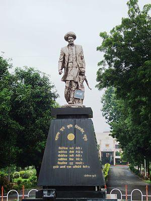 Mahatma Phule Krishi Vidyapeeth - Statue of Mahatma Phule at the entrance