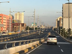 Skyway (Metro Manila) - The Skyway at the Amorsolo on-ramp looking south towards Magallanes