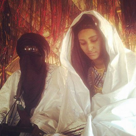 A Tuareg husband and wife wearing traditional jewellery Mariage Touareg Niger10.jpg