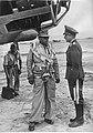 Marszałek Albert Kesselring w rozmowie z gen. Otto Hoffmannem von Waldau na lotnisku na Krecie (2-588).jpg