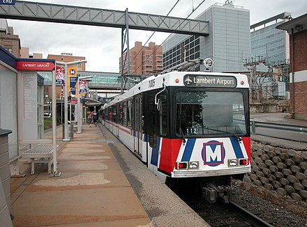 The MetroLink light rail in St. Louis, Missouri, United States Metrolink light rail @ Central West.jpg
