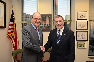 Nelson McCausland - Nelson with US-Senator George J. Mitchell