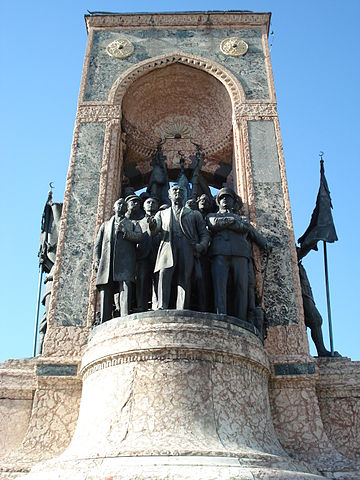 https://upload.wikimedia.org/wikipedia/commons/thumb/1/13/Monument_of_the_Republic.jpg/360px-Monument_of_the_Republic.jpg