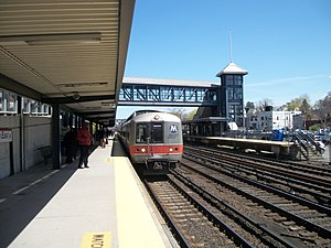 Mount Vernon East (Metro-North station) - A New York City-bound train arrives at Mount Vernon East station.