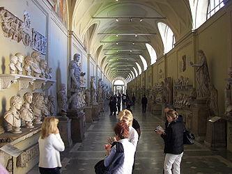 Museo Chiaramonti.jpg