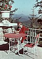 Nő, olvas, 1943, a Honvéd tiszti üdülő terasza. Fortepan 27379.jpg