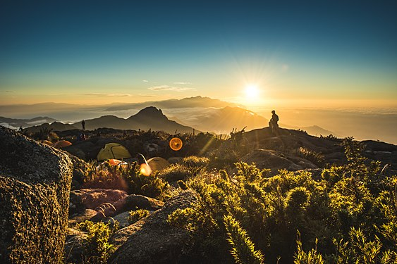 Nascer do sol no Pico dos Marins.jpg