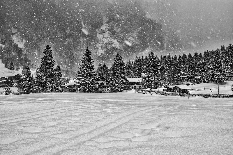 File:Nature landscape snowing mountains village Austria (8279714859).jpg