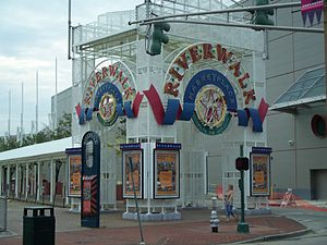 The Outlet Collection at Riverwalk - Image: New Orleans, archway outside Riverwalk Marketplace