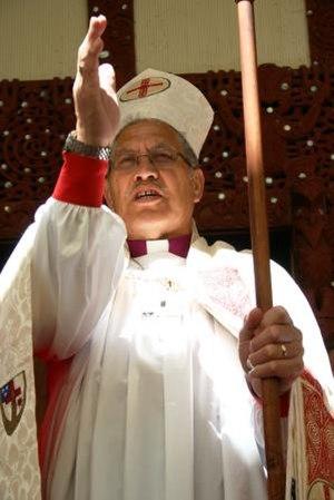 Te Pīhopatanga o Te Manawa o Te Wheke - Ngarahu Katene, Pīhopa o Te Manawa o Te Wheke, giving a blessing.