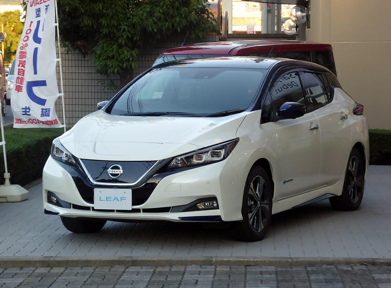 Nissan LEAF G (ZAA-ZE1).jpg