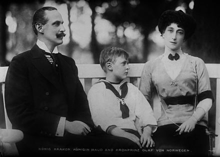 Queen Maud with her husband and their son Norwegian Royal Family.jpg