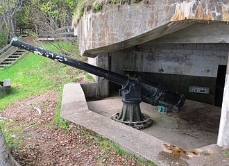 Fort Amherst, St. John's - Image: Ordnance QF 4.7 inch gun, Gaspé, Fort Peninsula, Forillon National Park, Quebec (4)