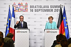 PRESS CONFERENCE MERKEL-HOLLANDE - BRATISLAVA SUMMIT 16. SEPTEMBER 2016 (29100300933).jpg