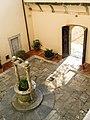Palazzo Mediceo di Seravezza, cortile interno.jpg