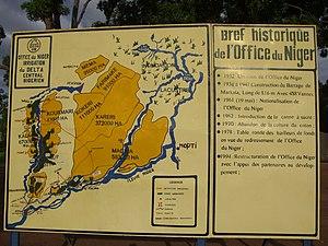 Office du Niger - Image: Panneau de présentation de l'Office du Niger au barrage de Markala