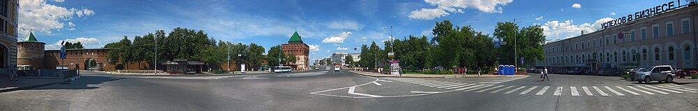 Вид на площадь Минина и Пожарского и Нижегородский Кремль