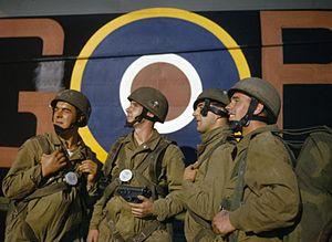 Helmet Steel Airborne Troop - Image: Paratroop Training in Netheravon, Britain, October 1942 TR178