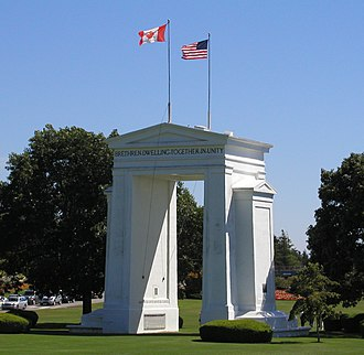 Canada–United States border - The Peace Arch at the border between Surrey, British Columbia, and Blaine, Washington