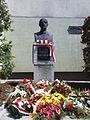 Pedestal with a bust of General Władysław Sikorski in Warsaw - 01.JPG