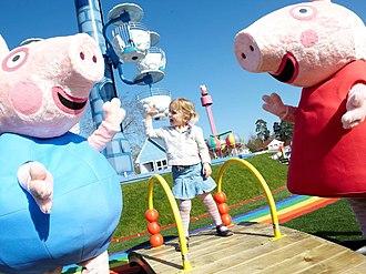 Paultons Park - Image: Peppa Pig and George in Peppa Pig World at Paultons Park